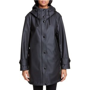 BURBERRY Hartlebury Coated Rain Coat